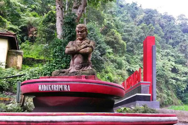 madakaripura waterfall - Madakaripura Waterfall Tour